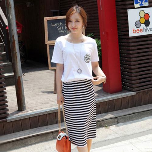 ++สินค้าพร้อมส่งค่ะ++ชุดเดรสเกาหลี แขนสั้น ผ้าสีพื้นติดต่อผ้าลายริ้ว เอวจั้มนิดๆ ปักดีไซด์กลาสีที่อก ใส่สบาย - สีขาว
