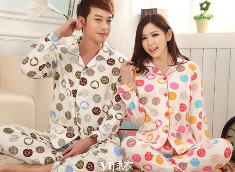 Pre Order ชุดนอนคู่รักแฟชั่น ลายหัวใจสีสันสดใส เสื้อแขนยาว+กางเกงขายาว สีตามรูป