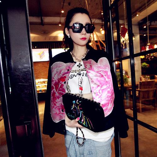 ++สินค้าพร้อมส่งค่ะ++Jacket เกาหลี คอกลม แขนยาว ผ้า Velvet เนื้อดีมากค่ะ สไตล์เสื้อ baseball แต่งด้วยผ้าสกรีนรูปดอกไม้ด้านหน้า – สีดำ
