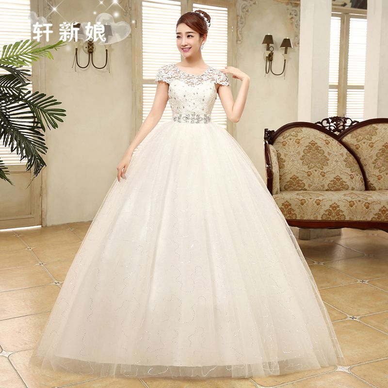 ชุดแต่งงานของเจ้าสาวยาวเวอร์ชั่นเกาหลีสีขาว สวยหรู