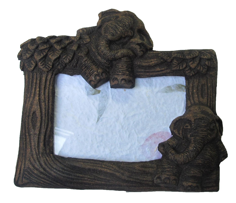 กรอบรูป ลวดลายช้างไทย ทำจากไม้ลวดลายสวยงาม