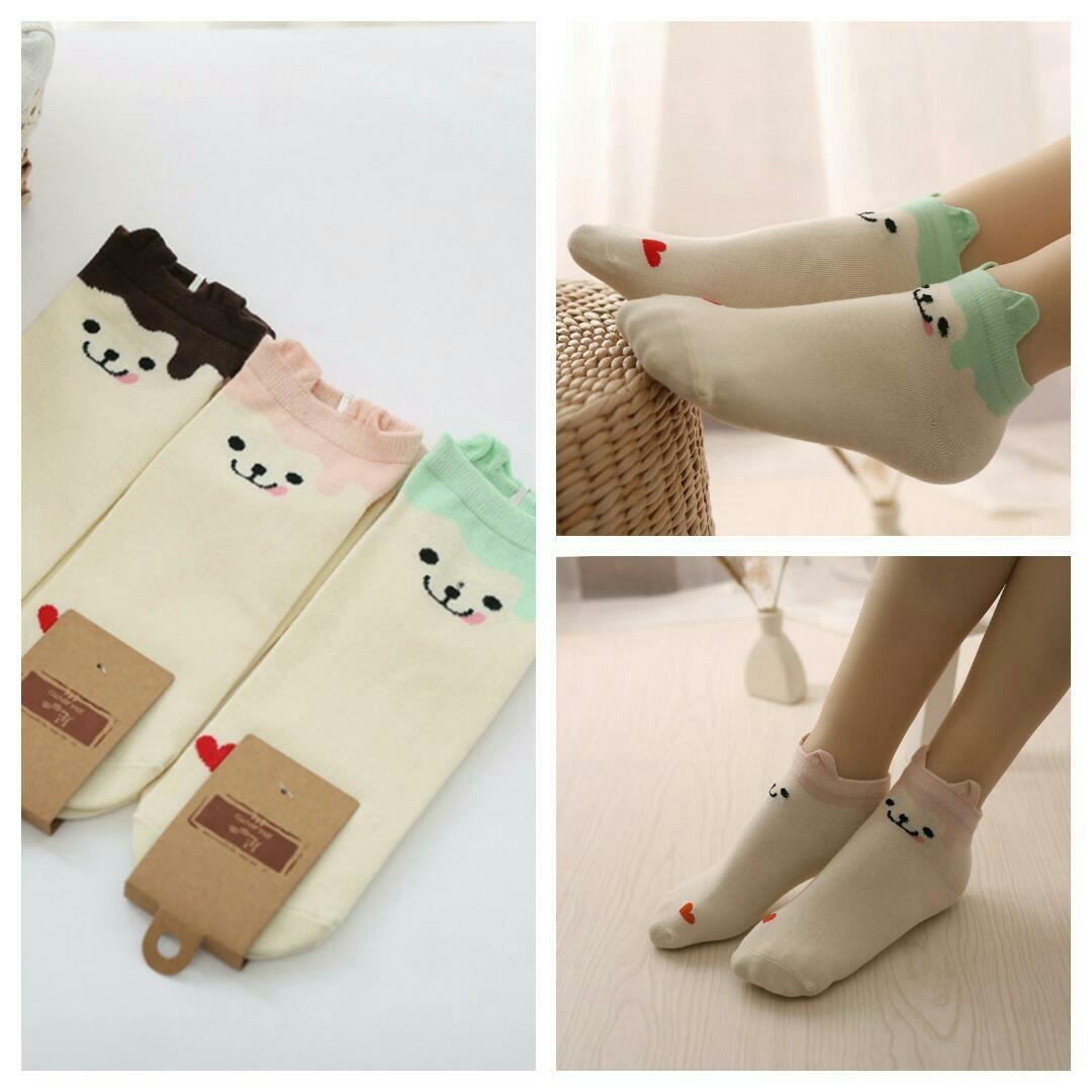 เซตถุงเท้าข้อสั้นลายแมว คละสี 3 คู่ 125 บาท