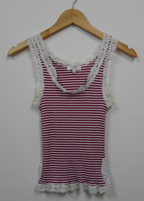 Jp2502 เสื้อกล้ามผ้ายืด ลายเส้นขวางสีแดงสลับสีขาว แต่งผ้าลูกไม้สีขาว รอบอก 30-32 นิ้ว