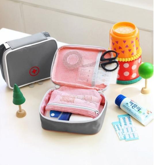Medicine Pouch กระเป๋าใส่ยา และอุปกรณ์ปฐมพยาบาล แบบพกพา