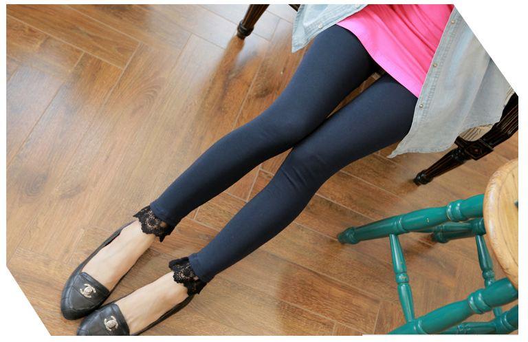 กางเกงเลกกิ้งขายาว สีดำปลายขามีระบายลูกไม้ น่ารักมากๆ เอวมีสายปรับระดับได้ค่ะ