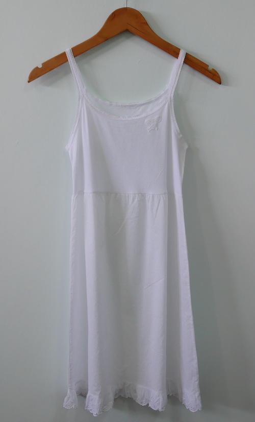 jp3429 ชุดซับในเด็กสีขาว ช่วงตัวผ้ายืด ต่อเอวผ้าคอตตอน ตำหนิสีตกใส่จาง ๆ รอบอก 28-32 นิ้ว