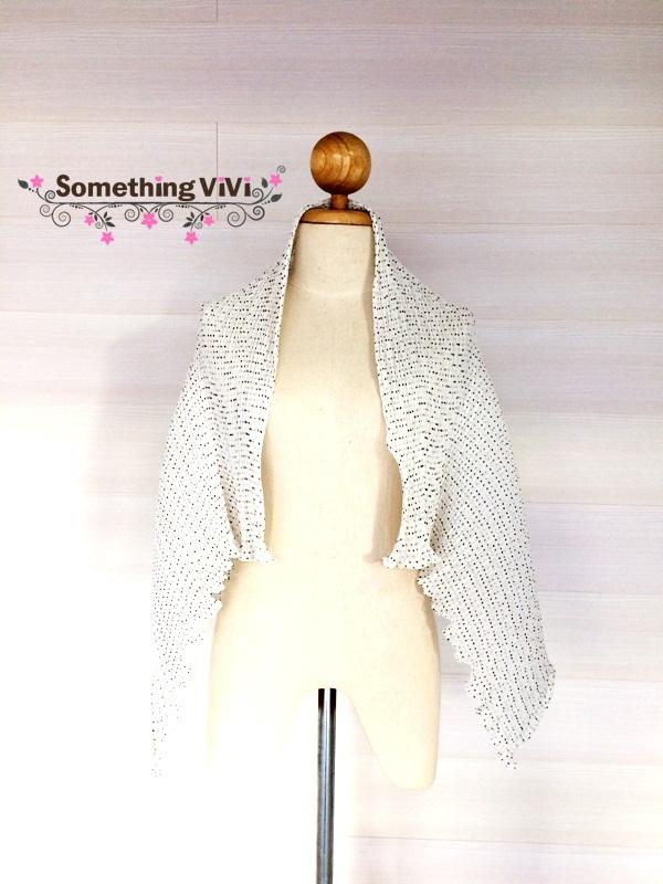 ผ้าพันคอ/ผ้าคลุมไหล่/ผ้าคลุมให้นม รุ่น Issey_Vanilla Polka Dot (Size L) ผ้าพันคอสีขาวจุดดำเล็กๆ สวยมาก เนื้อผ้าเบาสบาย งานเย็บดีมาก เป็นงานที่มีคุณภาพ ใช้แล้วดีต่อใจแน่นอนค่ะ งานฟรุ้งฟริ้ง สวยสุดๆ ผ้าพันคอสีดำ ถวายอาลัย พร้อมกล่อง/ซองแพคเกจอย่างดี ของขวัญ