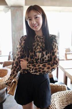 เสื้อผ้าไหมชีฟอง พิมพ์ลายเสือดาว Leopard กระดุมหน้า ไม่มีซับใน สีน้ำตาล
